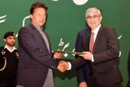 Prime Minister Imran Khan presenting the certificate of top tax paying corporate of Pakistan to Zahid Mir, MD/CEO OGDCL